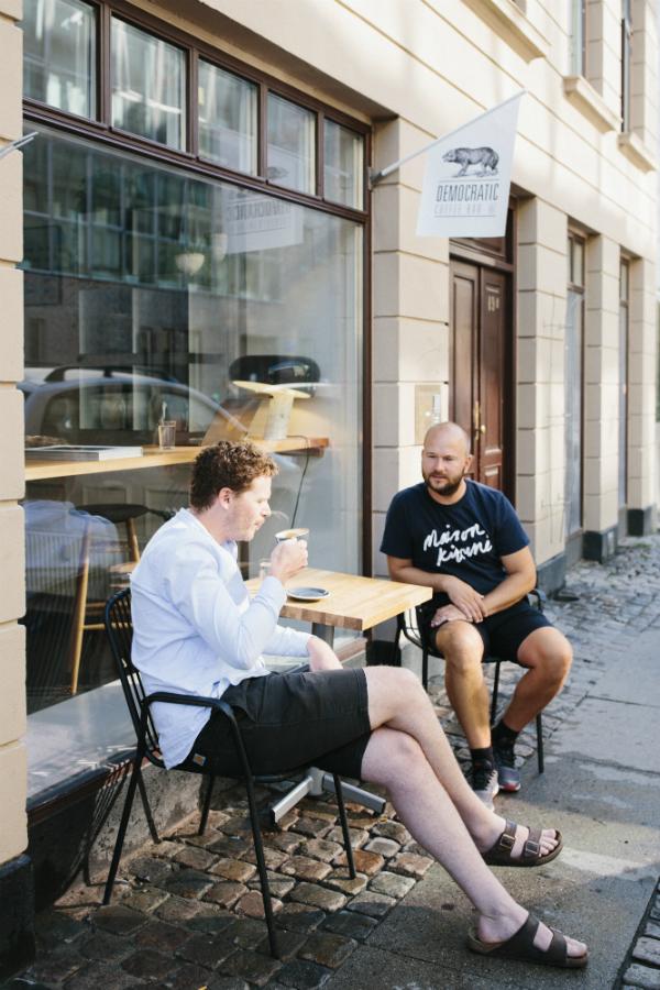 Democratic Coffee udenfor
